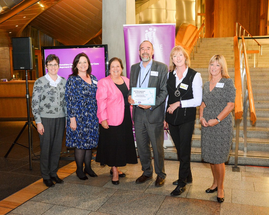 West Dunbartonshire Team Wins National Award for Chronic Pain Service