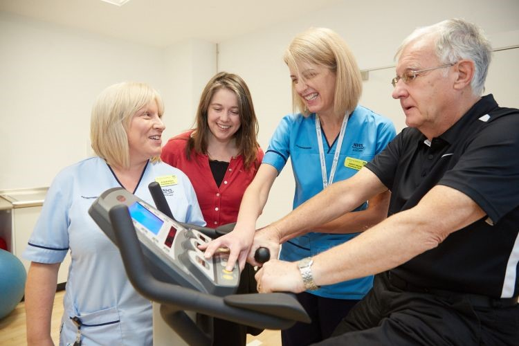 Minister for Public Health and Sport Officially Opens New Eastwood Health and Care Centre