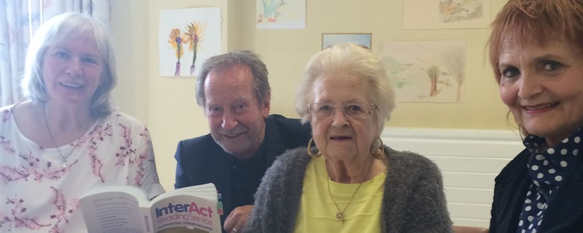 Bill Paterson visits stroke patients at QEUH to give 'good food for the brain'