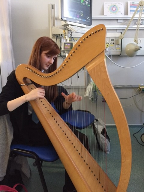 Gran in intensive care responds to granddaughter playing harp on ward
